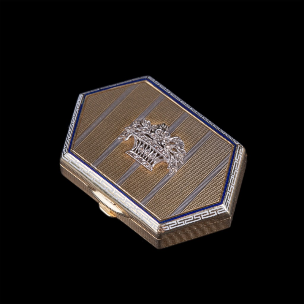 Antique small Gold 18K and enamel box for pills with diamonds encrusted