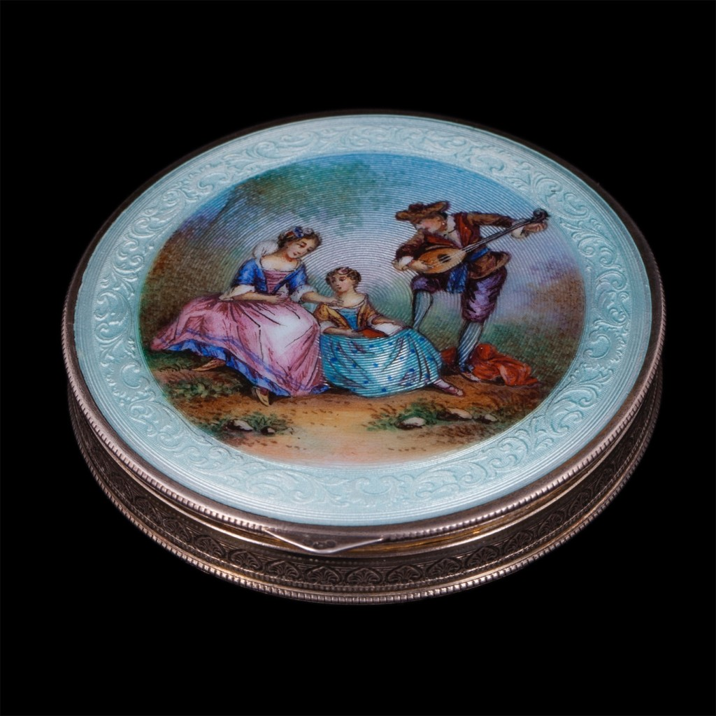 Antique silver and hand painted enamel powder box. Austria. Sterling silver. Weight: 82 g. Diameter: 67 mm.